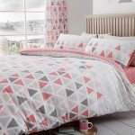 Geometric Triangle Double Duvet Cover and Pillowcase Set – Pink