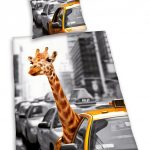 Giraffe in New York Duvet Cover & Pillowcase Set – Reversible Design